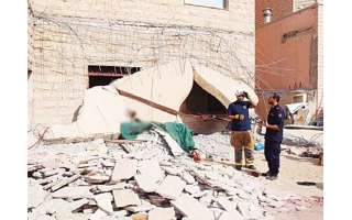 an-arab-expatriate-died-when-the-roof-and-a-wall-of-a-house-in-egaila-area-collapsed-on-him.-_kuwait