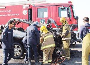 4-died-after-their-car-hit-crane_kuwait