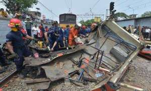 bus-and-train-crash-in-indonesia-kills-14_kuwait