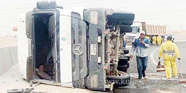 crime-news-asian-expat-escaped-without-any-injuries-when-his-heavy-vehicle-toppled-on-a-bridge_kuwait