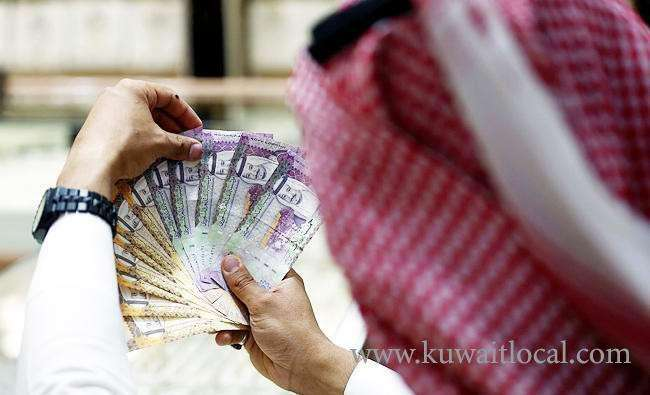 a-saudi-man-finds-105000-riyals-in-a-parking-lot-at-makkah-returned-to-the-right-owner_kuwait