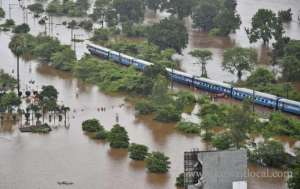 rescuers-in-india-safely-evacuated-all-700-passengers-from-flooded-india-train_kuwait