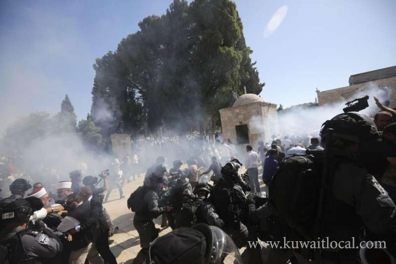 muslims-worshipers-clash-with-israeli-police-at-jerusalem-holy-site_kuwait