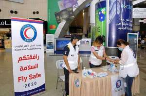red-crescent-society-distributed-masks-and-sterilizers-to-passengers-at-kuwait-airport_kuwait