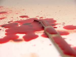 egyptian-woman-stabs-herself-in-suicide-bid_kuwait