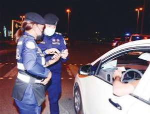 policewomen-checkpoints-along-with-their-male-colleagues_kuwait