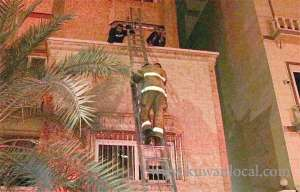 firemen-rescued-17-people-from-fire-trapping_kuwait